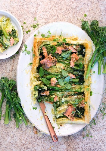 Puff pastry tart with broccoli, brie and salmon