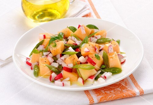 Melon salad with radishes and green beans