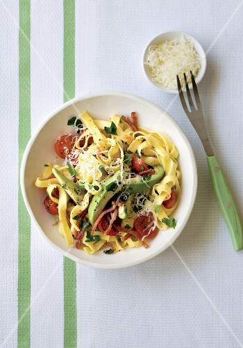 Pasta with bacon, avocado and cherry tomatoes