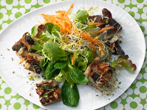 Mushroom gratin on a colourful bean sprout salad