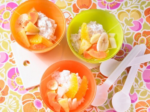 Coconut rice pudding with fresh fruit