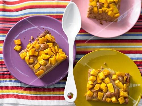 Date cake with mango