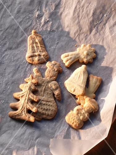 Spekulatius (German Christmas shortcrust biscuits) on baking paper