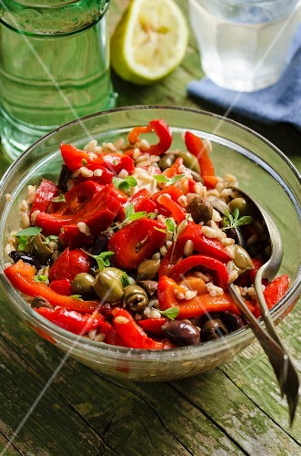 Warm spelt salad with oven-roasted peppers and olives
