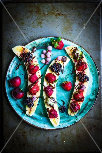 Bananas with berries and chocolate