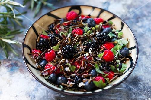 Berry salad with wild rice