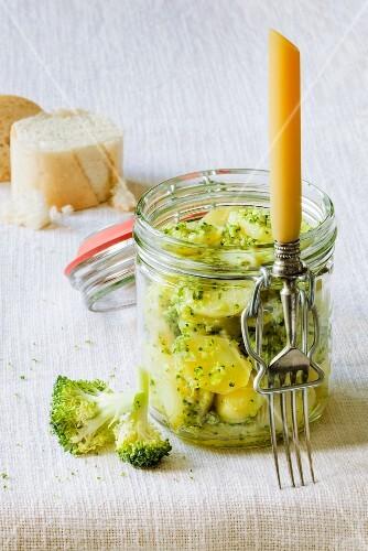 Potato salad with broccoli and pesto