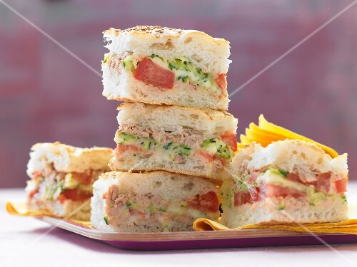 Stuffed unleavened bread with tuna fish, tomatoes and courgettes