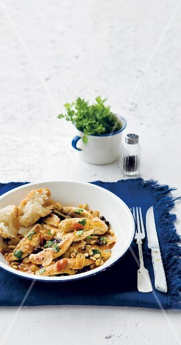 Chicken with pine nuts and raisins