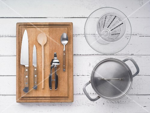 Kitchen utensils for making sausage meat ragout