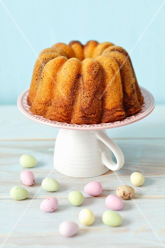 Marble cake and Easter eggs