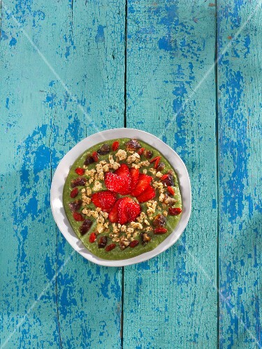 Avocado, kale and banana smoothie bowl