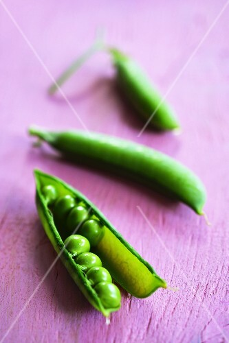 Closed pea pods and one open one