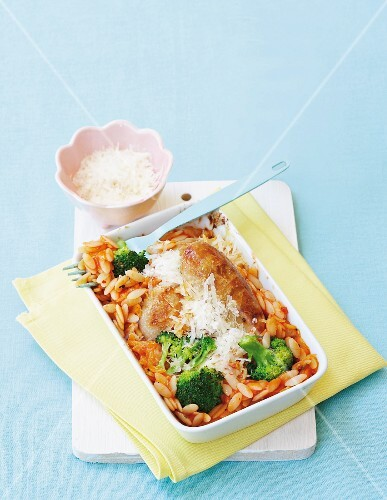 Risoni in sauce with sausages and broccoli