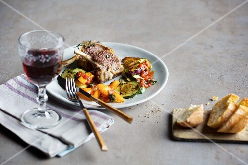 Quick lamb chops with express ratatouille