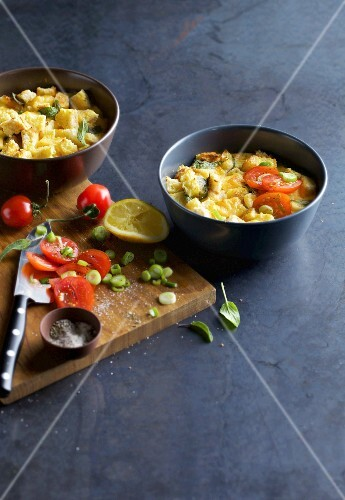 Sage cake: oven-baked bread dish with tomatoes, sage and cheese