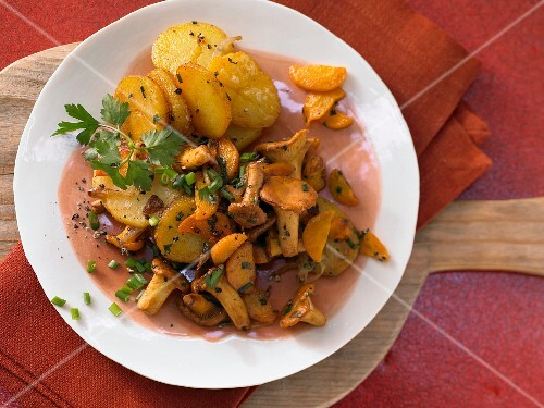 Gröstl (typical Tirolean dish using leftovers) made with chanterelle mushrooms and herbs