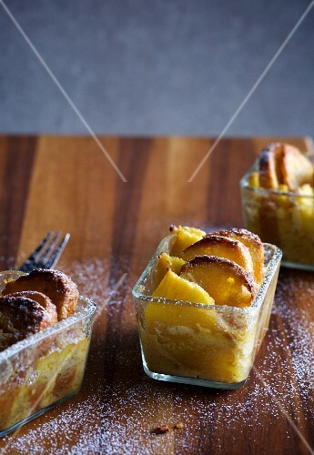 Bread-and-butter pudding with pineapple
