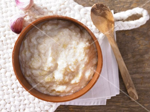Mediterranean garlic cream with potatoes