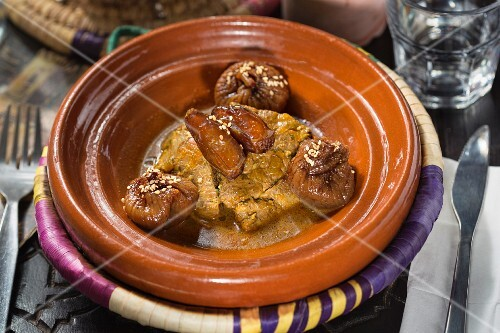 Chicken with dates and figs