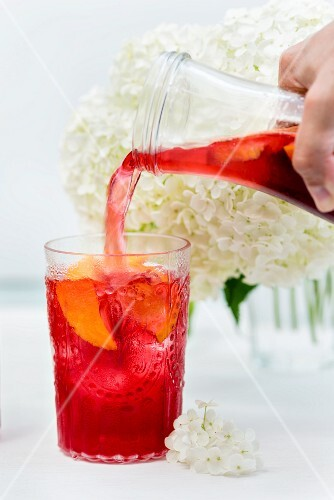 Redcurrant and hibiscus iced tea (a refreshing, caffeine-free summer drink)