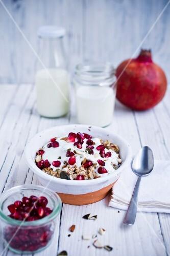 Muesli with pomegranate, yoghurt and almonds