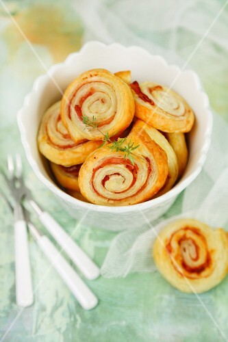 Girelle (puff pastry swirls) with ham and cheese