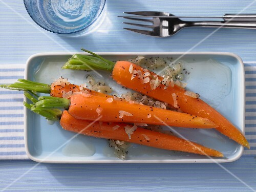 Glazed honey carrots with onion