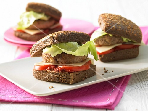 Home-made wholemeal cheeseburgers
