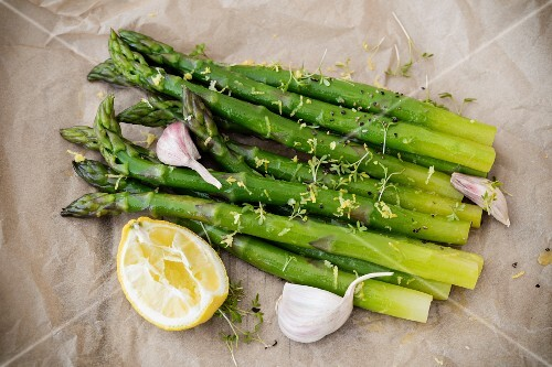 Asparagus salad with lemon dressing