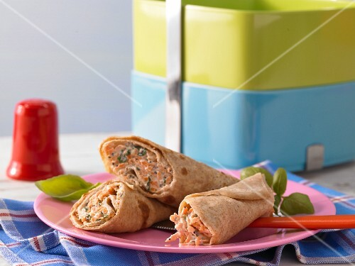 Pancake rolls filled with carrots and poppy seeds