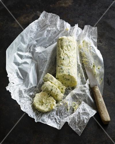 Zitronen-Meerrettich-Butter mit Kräutern
