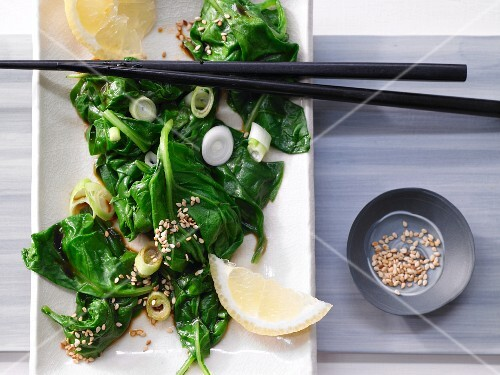 Asian spinach salad with sesame seeds