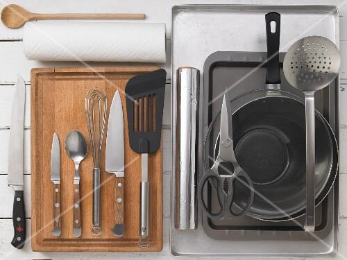 Kitchen utensils for preparing gilt-head bream cooked in a salt crust