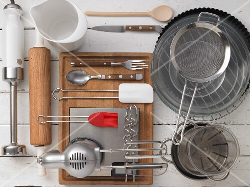 Kitchen utensils for making tart