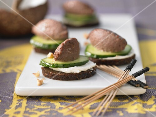 Bread rounds with walnut & liver cream