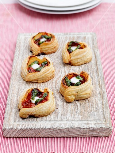 Tomato and mozzarella pastry twists
