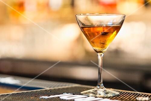 A gimlet cocktail on a bar mat