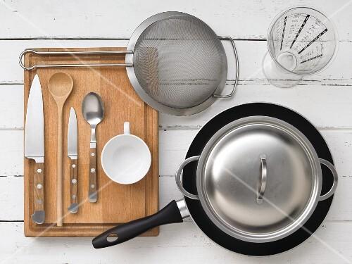 Kitchen utensils for preparing seafood paella