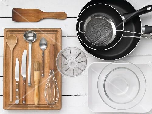 Kitchen utensils for making pancakes