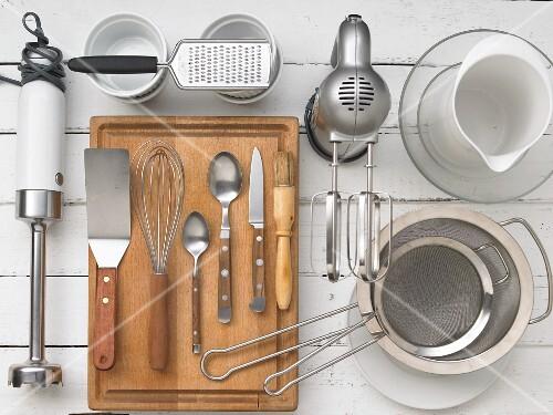 Kitchen utensils for preparing foamy omelettes
