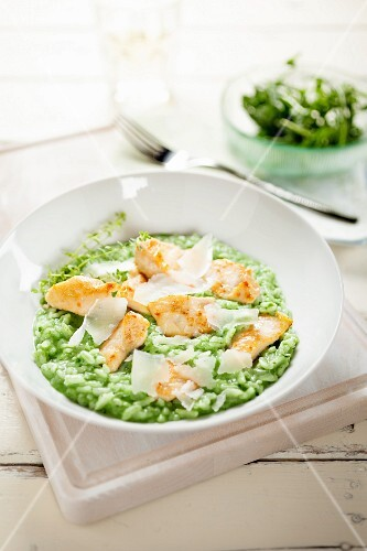 Green risotto with chicken