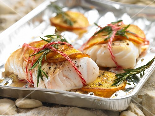 Grilled cod fillets with rosemary and orange