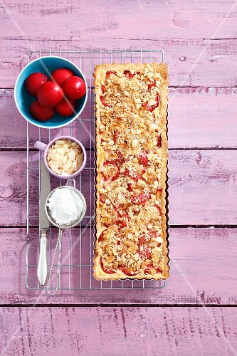 Plum tart with almonds and crumbles