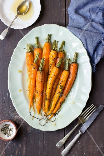 Young carrots with honey, lemon, thyme and olive oil