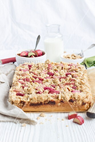 Apple and rhubarb crumble tray bake cake