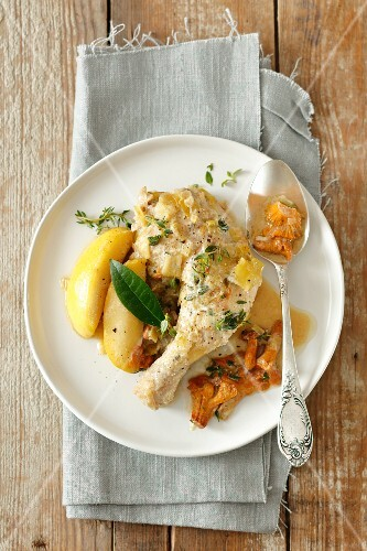 Braised chicken with cider, leek and chanterelle mushrooms