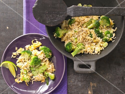 Fried rice with broccoli and ginger