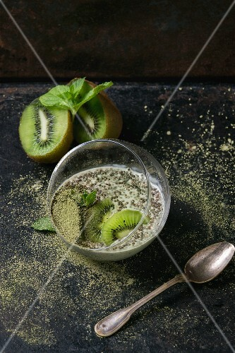 Chia pudding with kiwi and matcha tea
