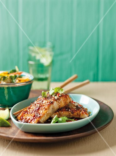 Marinated salmon fillets with ginger and sesame seeds (Asia)